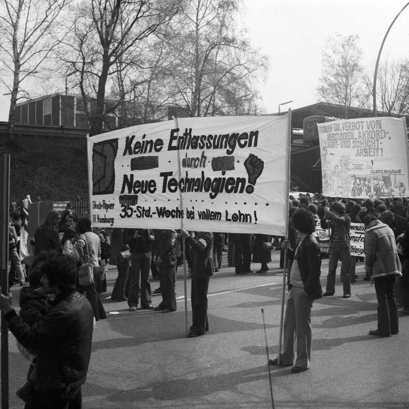 1. Mai-Demonstration 1978. Foto: Karl Sauer, 01.05.1978. Quelle: Museum der Arbeit / SHMH, Lizenz: CC BY-NC 3.0 (https://creativecommons.org/licenses/by-nc/3.0/) Freigegeben für nichtkommerzielle Zwecke: Nennung des Namens der Bildquelle